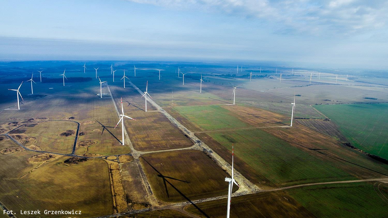 Farma wiatrowa w Kopaniewie i dawne lotnisko wojskowe